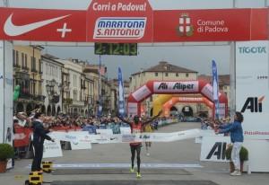Maratona S. Antonio_L'arrivo del vincitore 2014